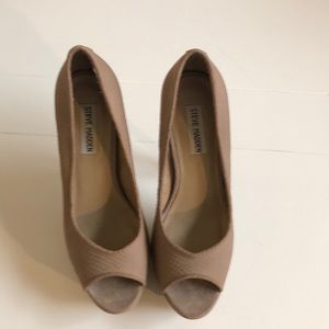 Steve Madden Alias Nude Leather Peep toe pump